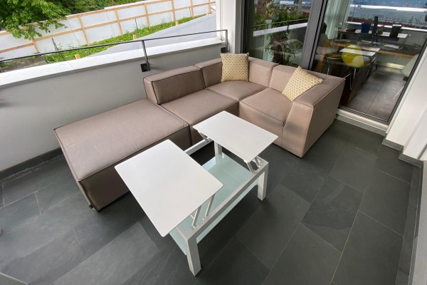 Folding table in white